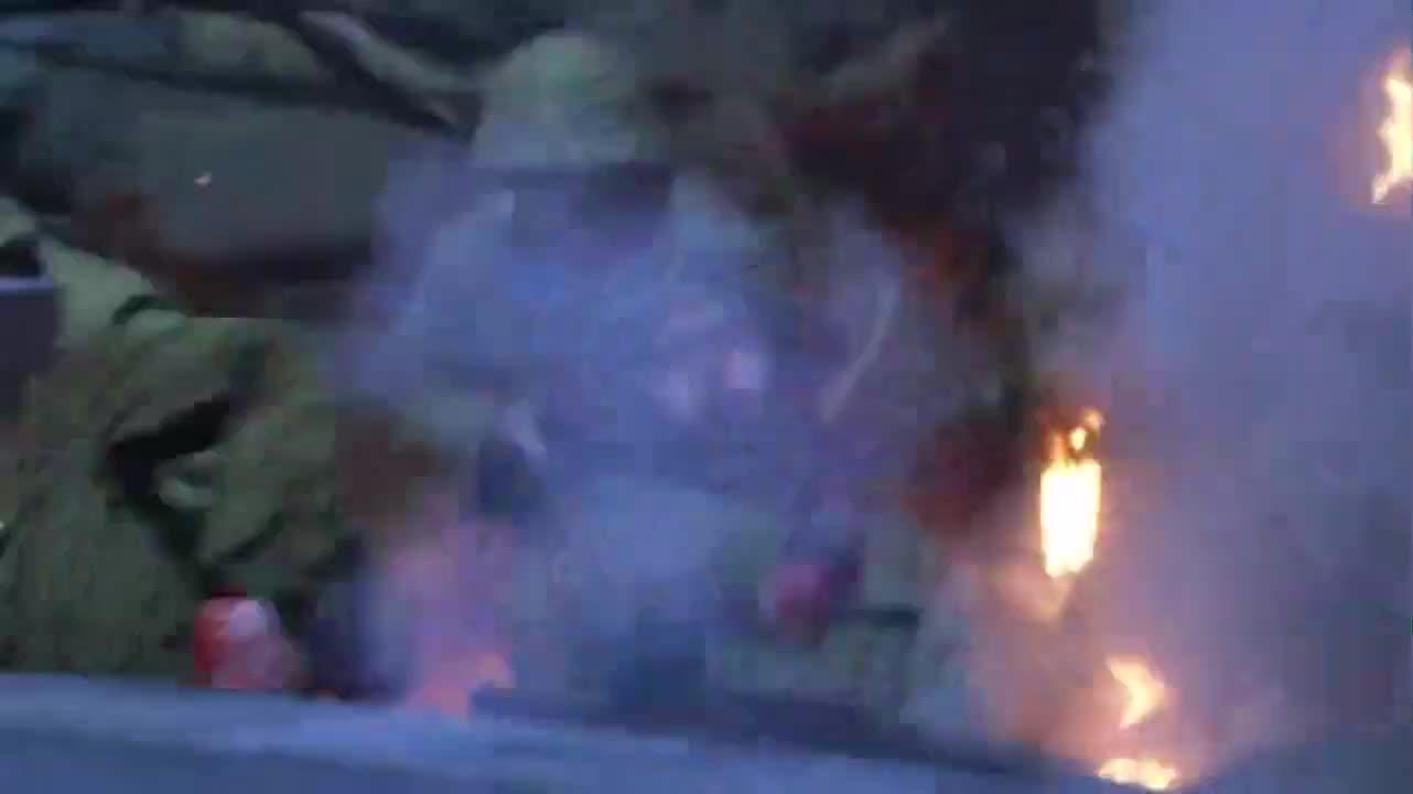 光影:鬼子炮兵伏击八路,机智八路从后包抄,将小鬼子一网打尽