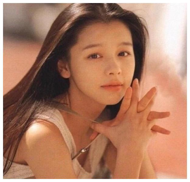 她们因拍风月片而走红,李丽珍和徐若瑄最清纯,她让人接受不了
