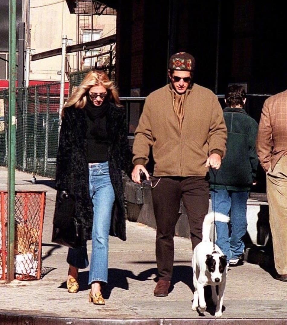 肯尼迪夫妻造型是情侣穿搭典范吧,每次街拍都超时尚,太绝了