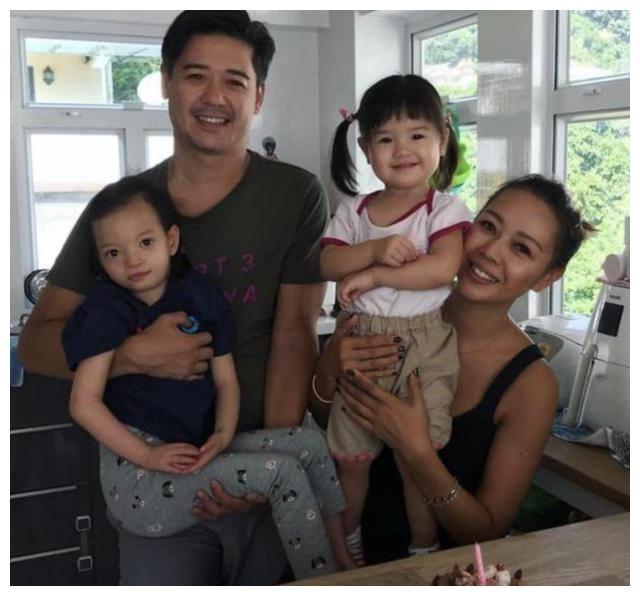 TVB小花与老公甜蜜庆结婚10周年 齐心照顾患罕见基因病的女儿