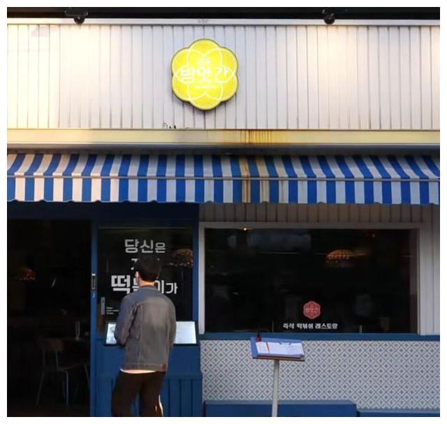 韩国的街头高端食堂,两人份的万元火锅,加芝士就和瀑布一样