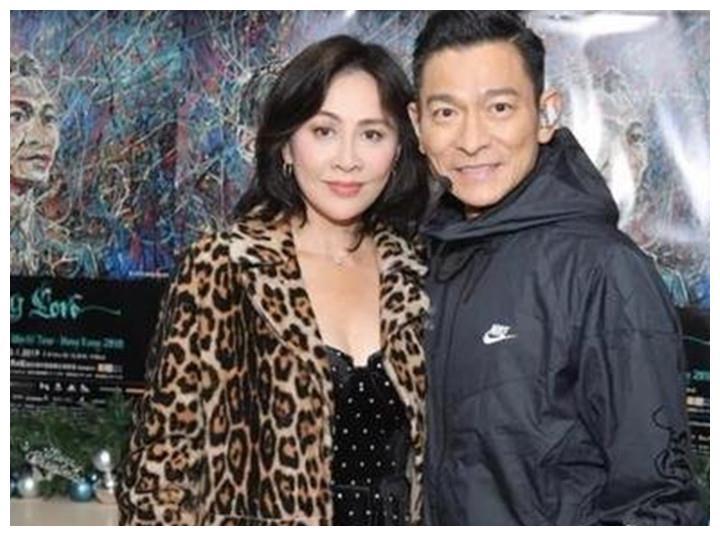 刘德华长谈老婆朱丽倩,20年来在背后默默付出,直言欠她一个婚礼