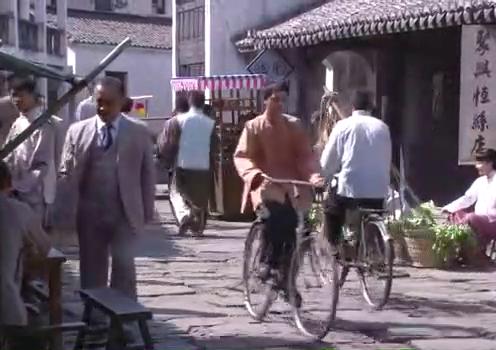 娘心:少奶奶流落街头卖菜,被百姓认出来,纷纷替她抱不平