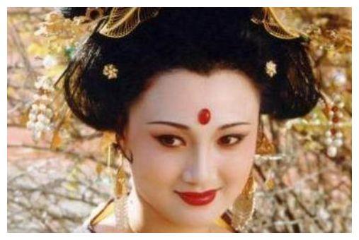 """她曾比刘晓庆还红,被称为""""古装第一美人"""",却险些被害至毁容"""
