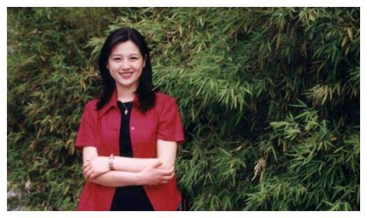 她是电影频道唯一女主持,曾搭档朱军,却在42岁患癌不幸离世