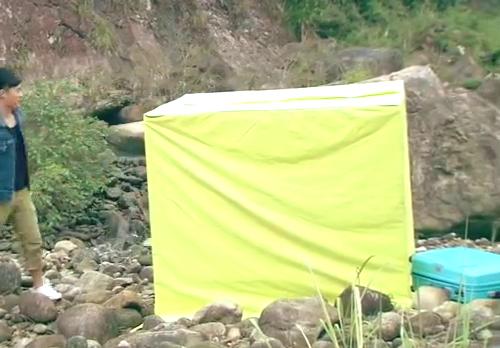 """曾小贤把帐篷装成""""水立方"""",不料门还在头顶,展博反应亮了"""