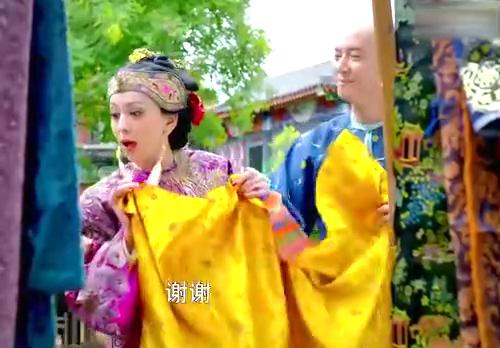 电视剧:花姐在街上购物,韦小宝豪气付账,让花姐心疼