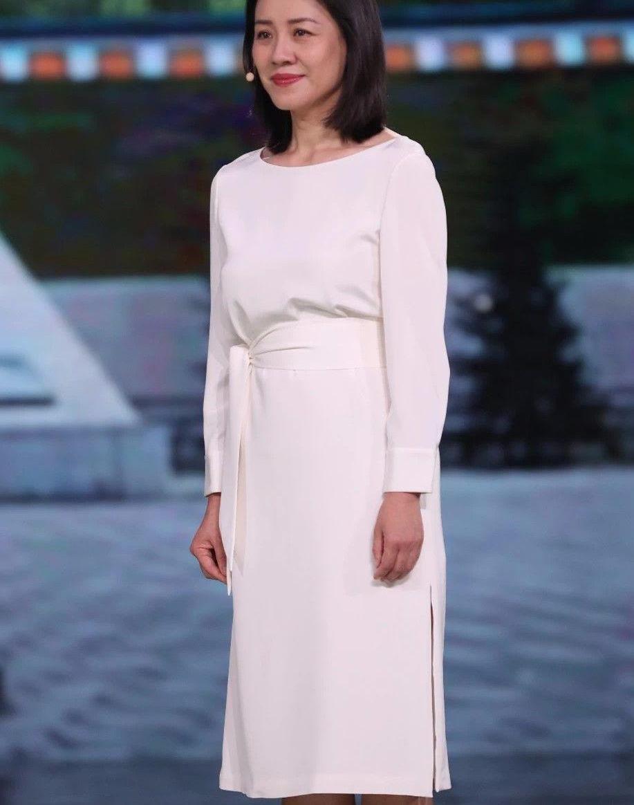 刘琳的衣品一直很高级,打扮的知性优雅,老了依然漂亮!