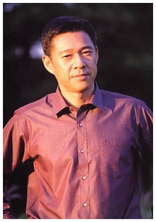 64岁张丰毅:相差12岁的婚姻刚刚好