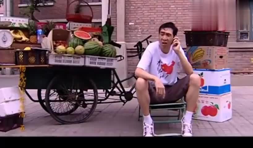 杨光的快乐生活:条子去杨光家住,杨光嫌他挤,满脸的嫌弃!