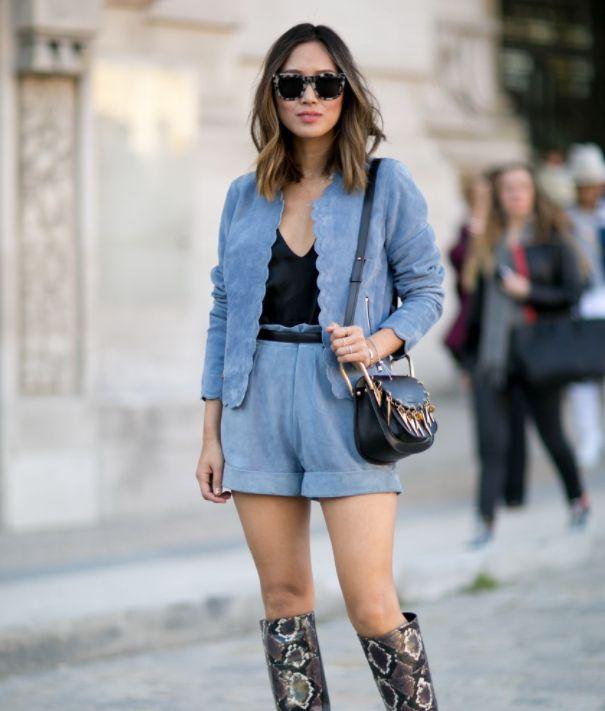 街拍小姐姐,图一小姐姐一身蓝色搭配,脚踩长靴,时尚好看有气质