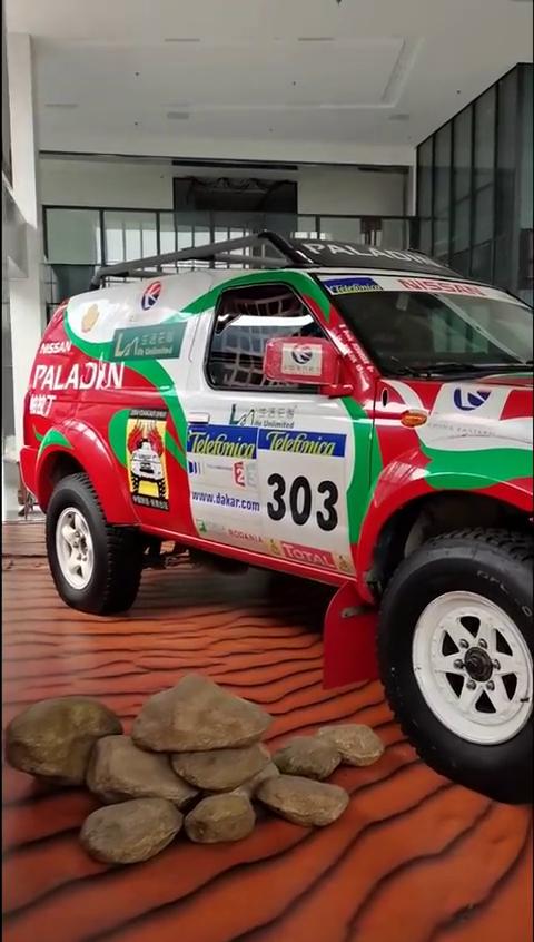 2004年,车王卢宁军就是驾驶这台帕拉丁完赛达喀尔拉力