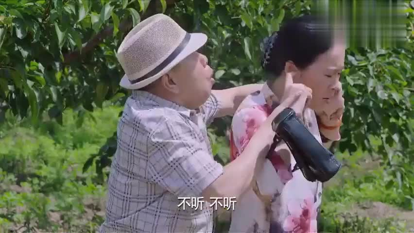 双喜盈门:潘长江和美妇勾肩搭背,正好女儿碰见,结果越掩饰越乱