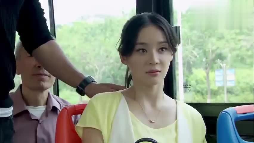家有喜妇:男子公车抢座,美女怒甩耳机,丈夫被吹成跆拳道黑带