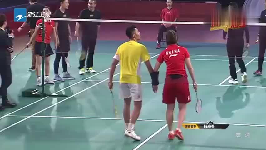 来吧冠军:林丹王晓理把手绑住也能打球?陈小春调侃:神雕侠侣