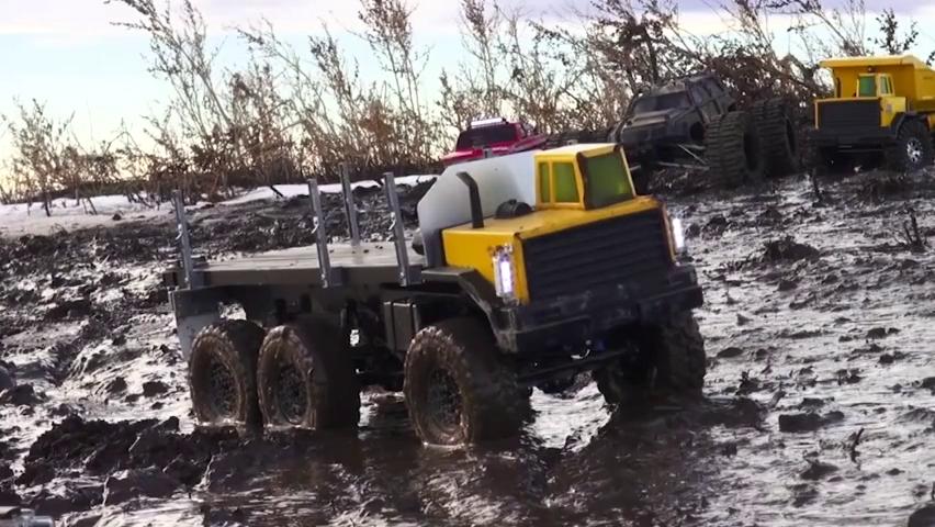 RC卡车淤泥越野撒欢,非承载式底盘还带差速锁技术含量真高
