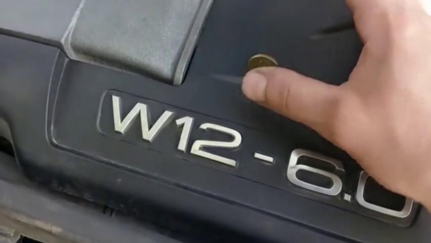 视频:W12发动机真不是盖的,终于明白为什么奥迪A8L卖这么贵!