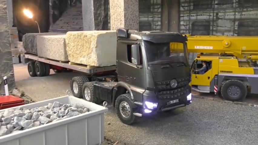 黑色的汽车,运来了三块巨大的石头,它到底要去到哪里呢!