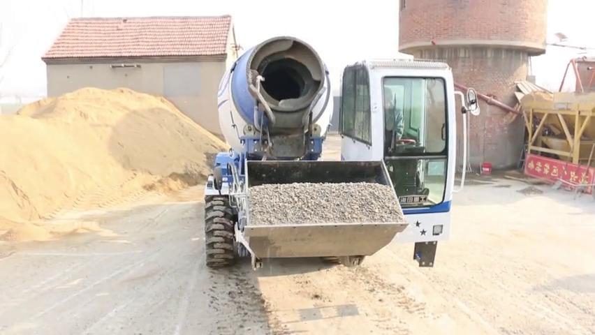 海田重工混凝土搅拌车,它的罐体特别,能够270度横向旋转。