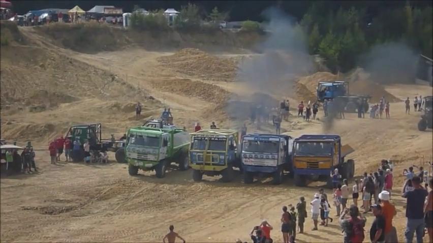 4辆6驱塔特拉越野卡车强力驱动,性能大战
