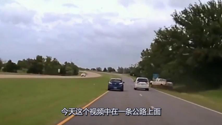 超车硬是开出飞车的感觉,记录仪拍下这疯狂全程