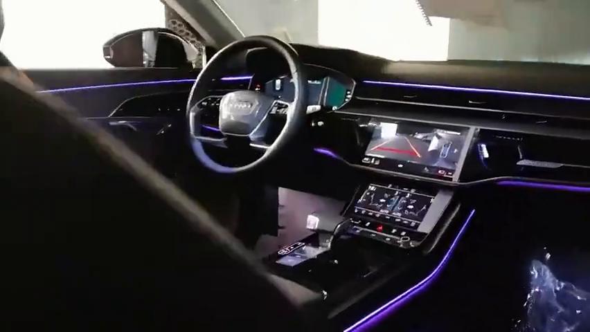 视频:体验2021款奥迪A8L全自动AI智能泊车