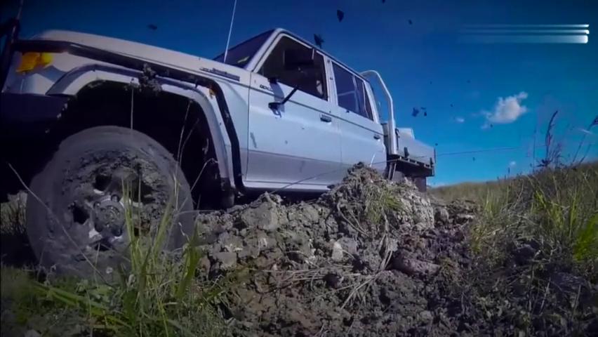 丰田Hilux4x4拖挂房车,玩越野轻松上坡穿越淤泥