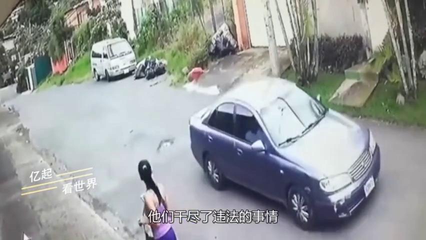 性感少妇晨跑回家途中,一辆轿车突然经过,下一秒没脸看!