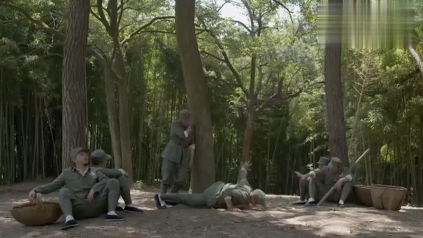 好剧:忠豪劝说众人,晚上去探探老班长的底,场面太搞笑了