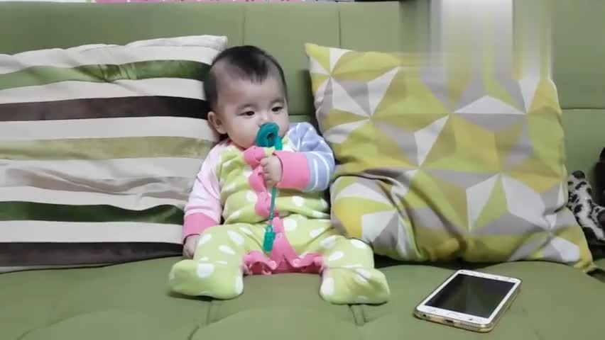可爱小宝宝:爸爸你说的我都听不懂唉,就让我做个安静的美少女吧