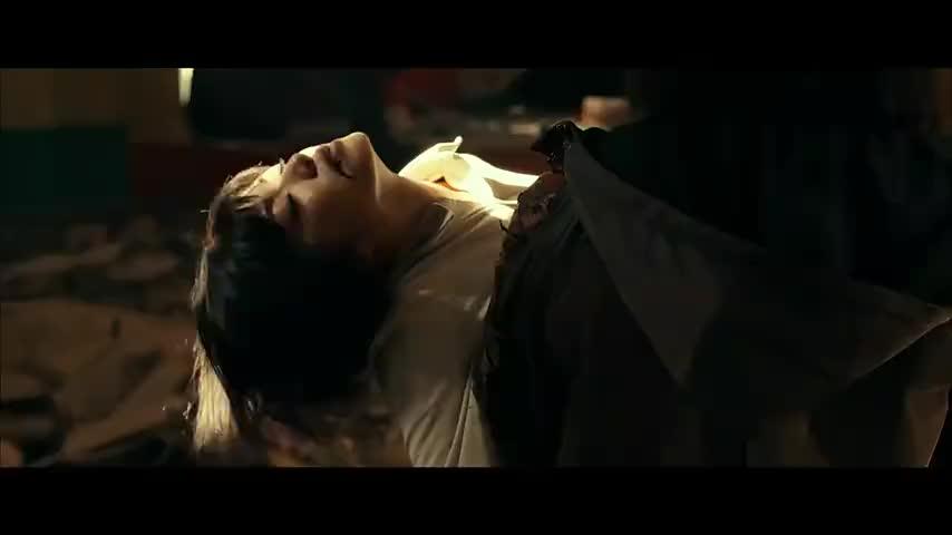 这段太感人杨萍竟是鬼族后代为救胡八一用尽生命力
