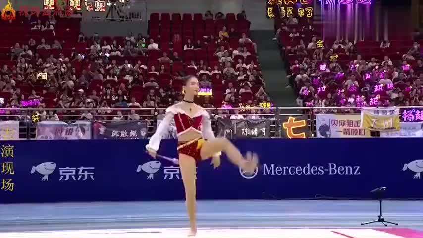 女星挑战艺术体操:金晨一字马前空翻轮番上线,身姿靓丽美到不行
