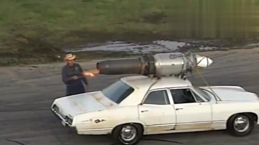 外国人胆可真是大,涡喷直接绑在汽车顶部,这速度也是够可以