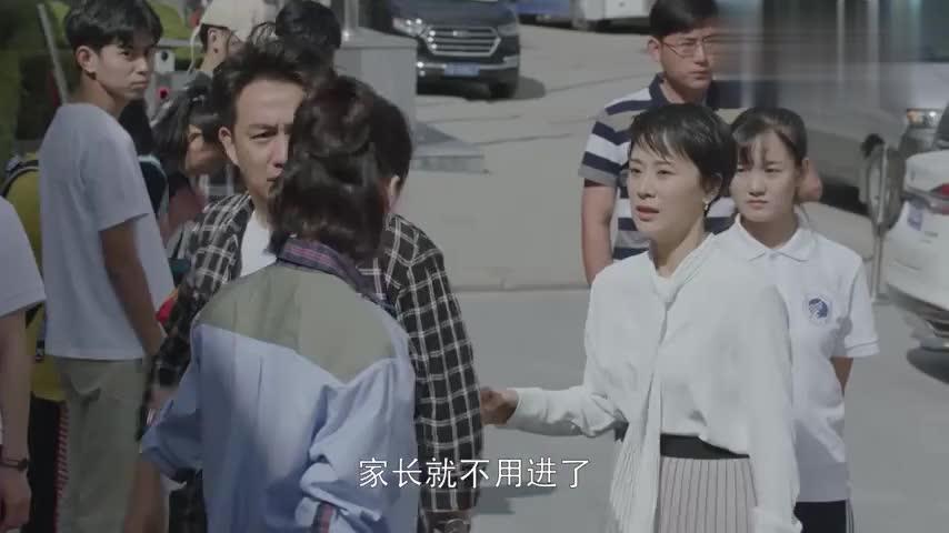 小欢喜:磊儿转学到北京都市,看见学校里面的设备,土包子进城了