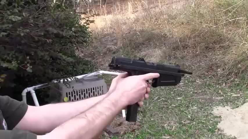 独具特色的波兰PM-63冲锋枪 第一眼看像手枪 携带方便可靠性高!