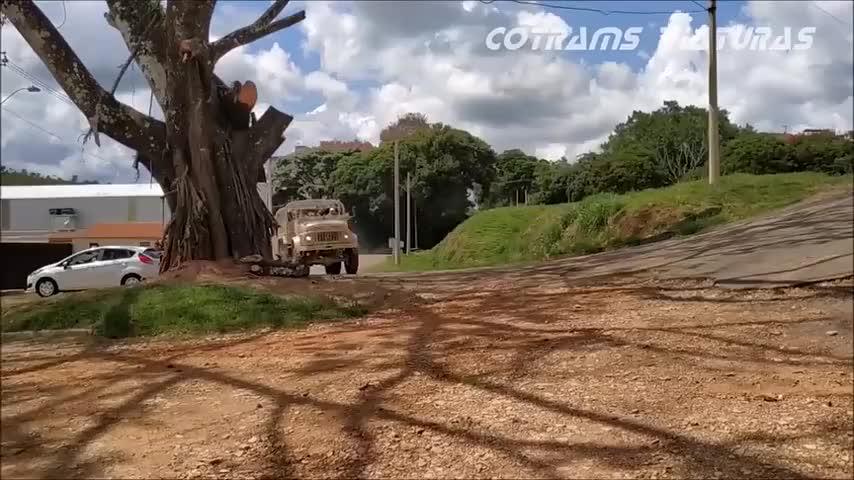 军用卡车是怎么爬坡的?王者绝非偶然,实力不解释!