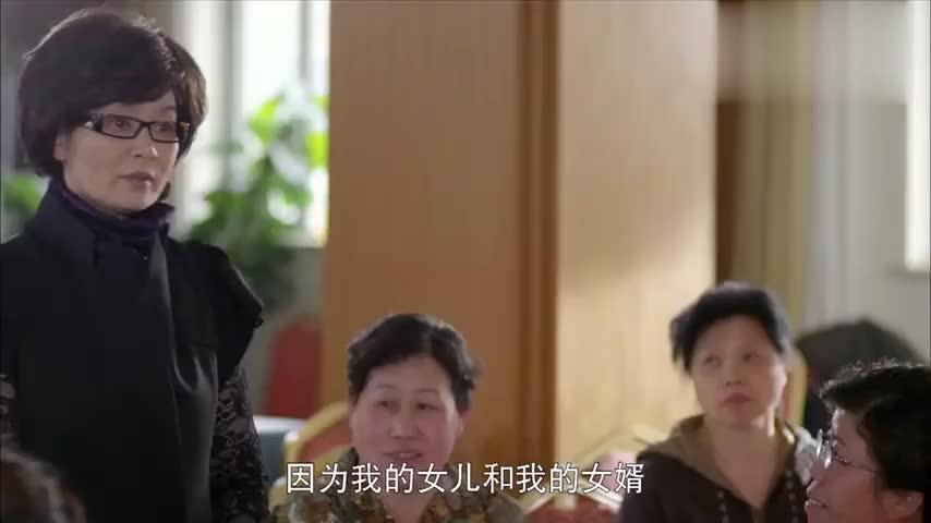 王爱华来到合唱队,众人羡慕她不用看孙子,可以呼呼睡大觉