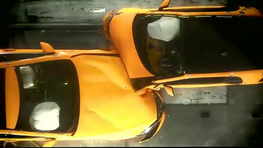 碰撞测试:小车不安全?看看奔驰S级和Smart碰撞!