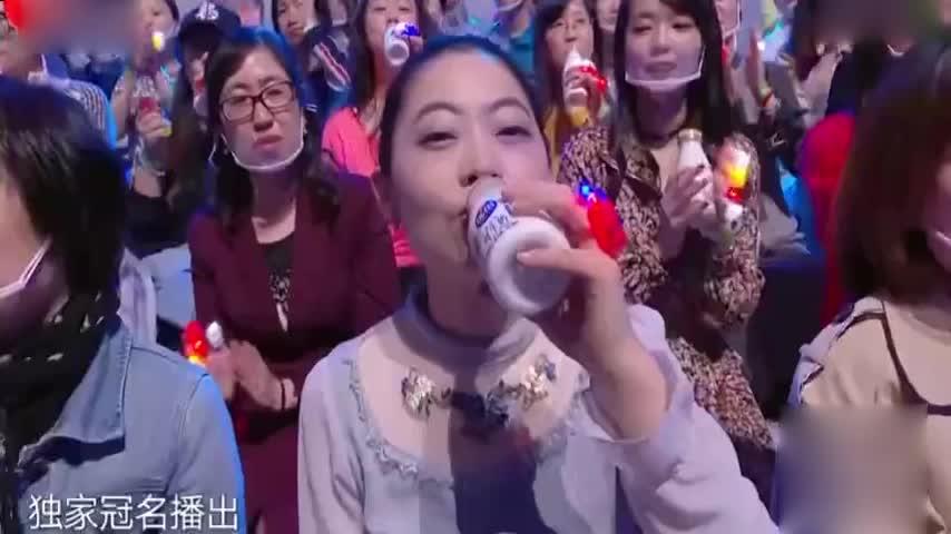 陈小春搭档王源合唱《红豆》,两位实力型歌手一上台,观众沸腾了