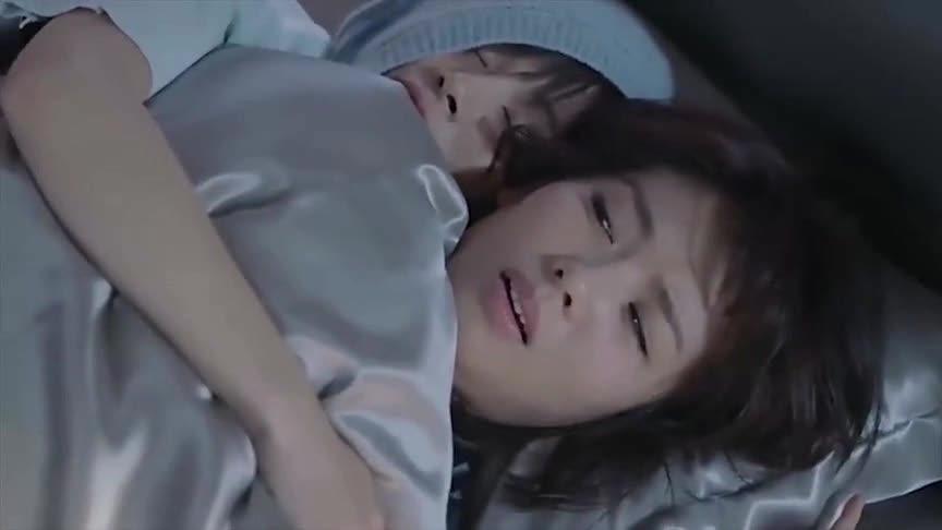 《欢乐颂2》曲筱绡非要粘着安迪一起睡,听到安迪念名字直接弹开