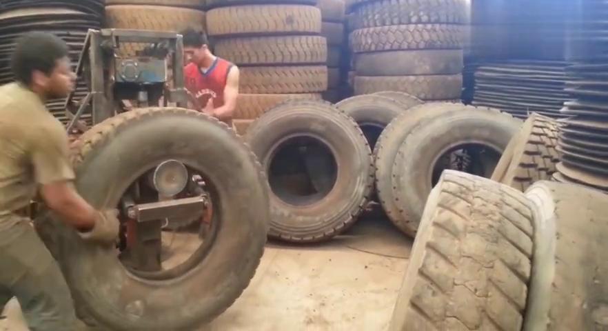 大型废弃轮胎切割现场,堆积如山的废品,看看是怎么处理的!