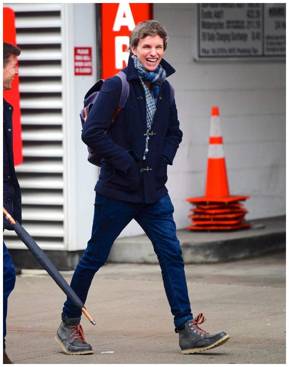 """38岁""""小雀斑""""埃迪·雷德梅恩抵达纽约!准备开拍《神奇动物3》"""
