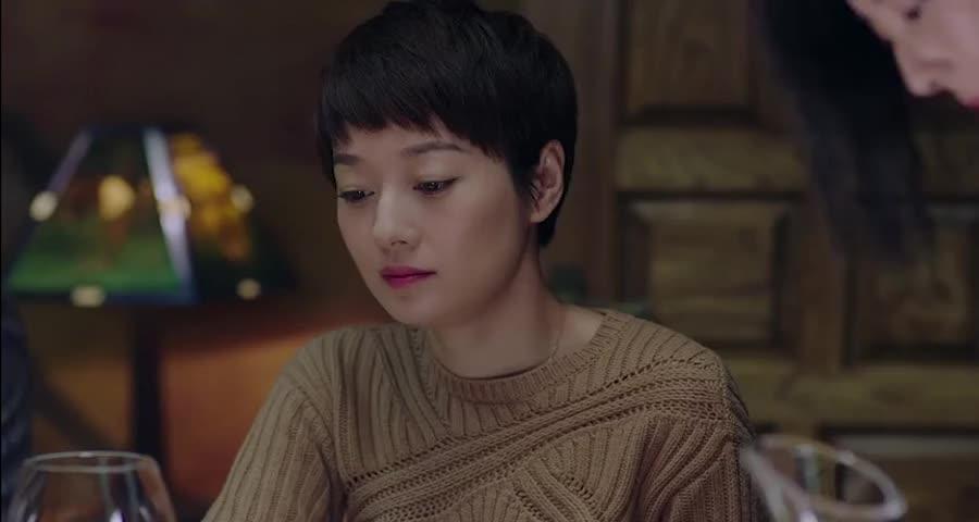 佳清好奇询问凌玲没回家,谁知平儿答话,为我妈妈举办欢迎会了
