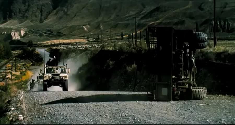 小伙兄弟被直升机射中,小伙一怒之下,直接用巴雷特将直升机打下