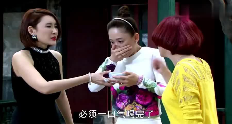 美女第一次来北京男友家,一喝豆乳汁就作呕,姐姐瞧出不对吓坏了