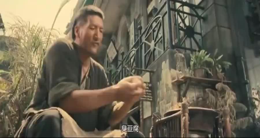 没想到街边卖臭豆腐的汉子,竟是位武林高手,这掌力直接吓坏小伙