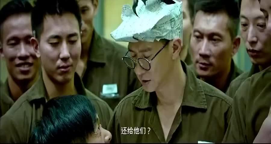 坚哥在监狱开演唱会,狱警一来以为没得玩了,谁知道更嗨了