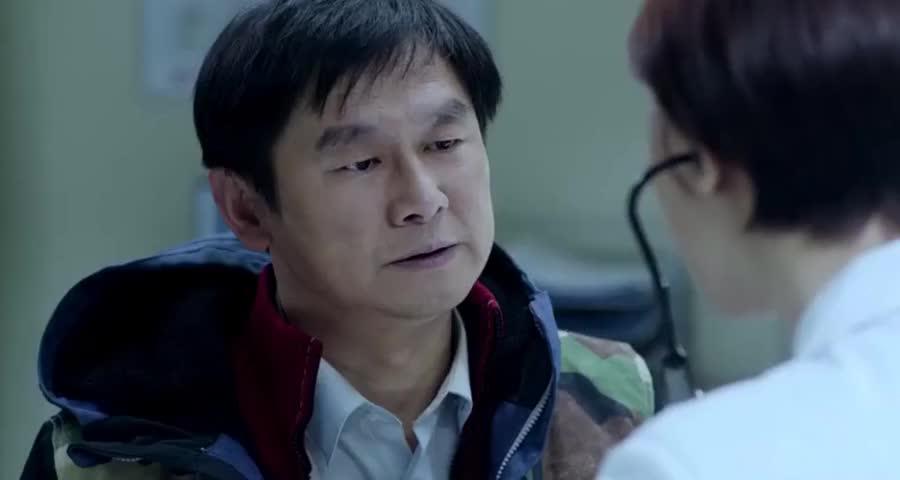 患者一直咳嗽低烧,医生一问清他们从哪来,当场封锁整个医院
