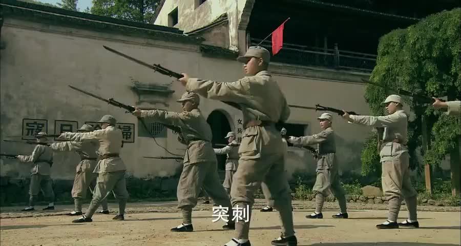 尼姑身手不凡,用少林武棍大战八路的刺刀,结局太意外