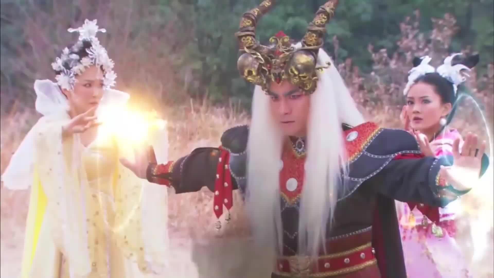活佛济公:白雪着了魔道,幸好陈亮还有一丝理智,赵斌才脱离魔爪